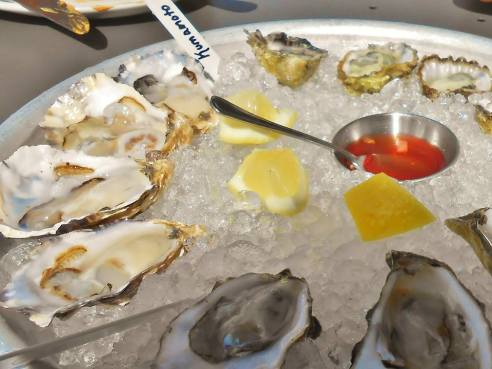 Oyster eaters, ham fans and whiskey lovers – welcome to Hog & Rocks, San Francisco's first ham and oyster bar. Amazing!!
